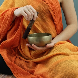 singing bowl low e with intuitive singing for heart